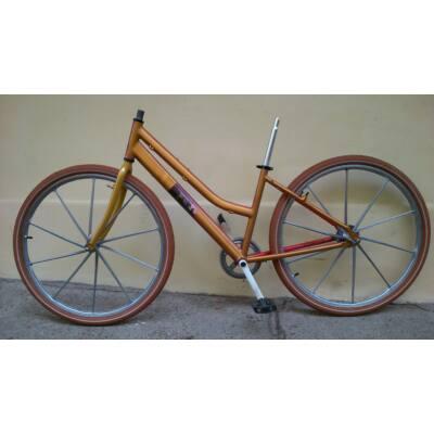 Épülő kerékpár LOVAS FESTMÉNNYEL